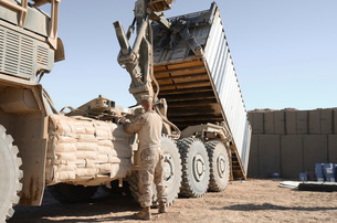 A shipping container is off-loaded from a logistics vehicle system.の写真素材 [FYI02106408]