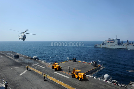 An SA330J Puma helicopter conducts vertical replenishement.の写真素材 [FYI02106454]