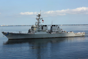 The guided-missile destroyer USS Arleigh Burke.の写真素材 [FYI02106609]