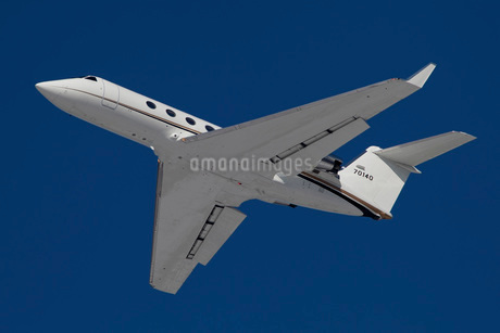 A C-20 Gulfstream jet in flight over Germany.の写真素材 [FYI02106656]