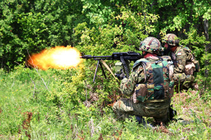 Soldiers from the Croatian Army return fire during Immediate Response 2012.の写真素材 [FYI02106679]