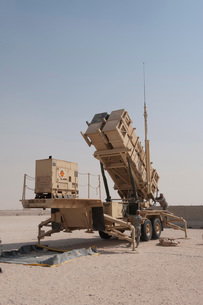 U.S. Army soldiers power-up a MIM-104 Patriot Missile System.の写真素材 [FYI02106692]