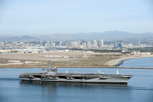 USS Carl Vinson gets underway from Naval Air Station North Island.の写真素材 [FYI02106701]