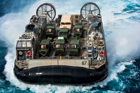 A landing craft air cushion transits the Atlantic Ocean.の写真素材 [FYI02106732]