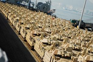 An abundance of Bradley Fighting Vehicles at Pier 8, Busan, South Korea.の写真素材 [FYI02106773]