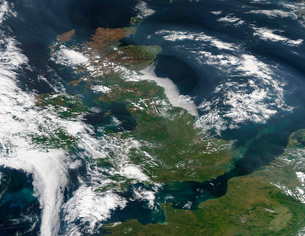 Satellite image of smog over the United Kingdom.の写真素材 [FYI02106794]