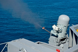 USS Harry S. Truman tests the Close-In Weapons System.の写真素材 [FYI02106835]