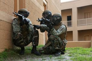 Midshipmen take cover during urban combat training.の写真素材 [FYI02106889]