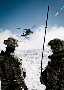 U.S. Army soldiers watch the arrival of a helicopter at an outpost in Afghanistan.の写真素材 [FYI02106911]