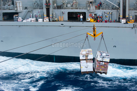 A pallet of supplies being delivered during a replenishment at sea.の写真素材 [FYI02106955]