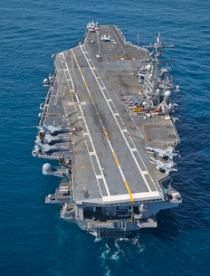 The aircraft carrier USS Carl Vinson in the Pacific Ocean.の写真素材 [FYI02107058]