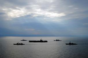 A fleet of multinational Navy ships transit the Korea Strait.の写真素材 [FYI02107071]