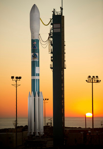 The Delta II rocket on its launch pad.の写真素材 [FYI02107136]