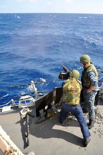 A sailor fires an M240B machine gun aboard USS McCampbell.の写真素材 [FYI02107139]