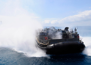 A landing craft air cushion travels at high speed off the coast of Okinawa, Japan.の写真素材 [FYI02107193]