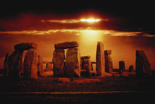 Composite of a sunset over Stonehenge, Wiltshire, England.の写真素材 [FYI02107203]