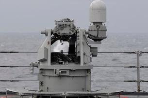 A 25mm machine gun is fired aboard USS Blue Ridge.の写真素材 [FYI02107282]