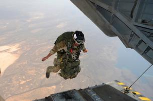 A U.S. Air Force pararescueman jumps from a CH-53E Super Stallion.の写真素材 [FYI02107292]