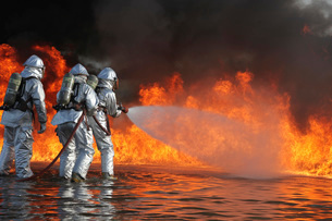Firefighting Marines battle a huge blaze.の写真素材 [FYI02107300]
