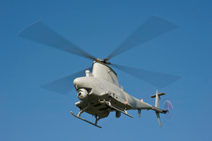 An MQ-8B Fire Scout unmanned aerial vehicle in flight.の写真素材 [FYI02107314]