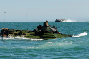 U.S. Marines drive an amphibious assault vehicle.の写真素材 [FYI02107392]