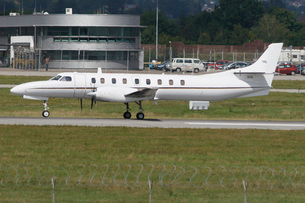 U.S. Navy C-26D Metroliner taxiing at Stuttgart Airport, Germany.の写真素材 [FYI02107587]