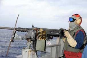 Aviation Ordnanceman fires a .50-caliber machine gun.の写真素材 [FYI02107600]