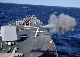 The MK-45 lightweight gun is fired aboard USS Halsey.の写真素材 [FYI02107650]