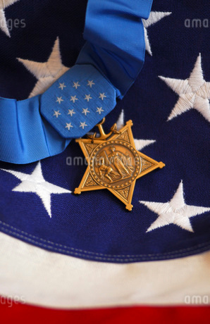 The Medal of Honor rests on a flag during preparations for an award ceremony.の写真素材 [FYI02107841]