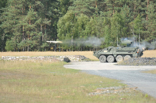 Soldiers fire a TOW missile at Grafenwoehr training area.の写真素材 [FYI02107867]