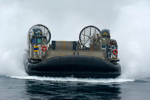 A landing craft air cushion approaches the well deck of USS New Orleans.の写真素材 [FYI02108090]