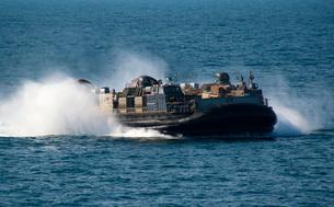 A landing craft air cushion transits the Arabian Gulf.の写真素材 [FYI02108093]