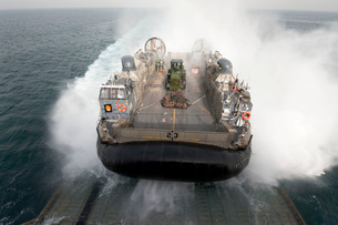 A landing craft air cushion enters the well deck of USS Pearl Harbor.の写真素材 [FYI02108152]