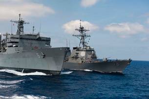 USNS Supply conducts a replenishment at sea with USS Porter.の写真素材 [FYI02108204]