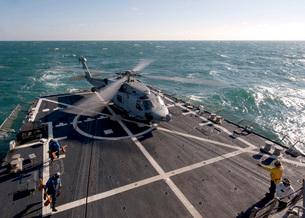 An SH-60B Sea Hawk on the flight deck of USS James E. Williams.の写真素材 [FYI02108208]