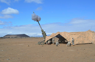 Soldiers execute a high angle fire mission from an M777 howitzer.の写真素材 [FYI02108223]