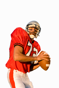 american football player holding american football, cut outの写真素材 [FYI02112348]