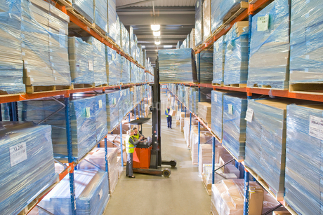 Warehouse workers moving boxes from shelf with forkliftの写真素材 [FYI02112986]