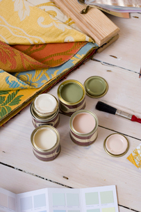 Colour swatches, fabric and paint samplesの写真素材 [FYI02113512]