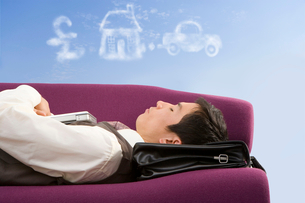 Businessman daydreaming about successの写真素材 [FYI02113897]
