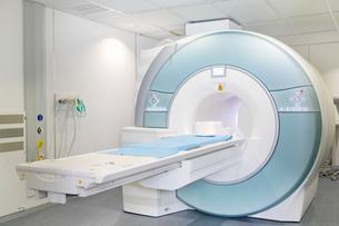 MRI scanner in hospitalの写真素材 [FYI02115373]