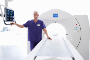 Portrait confident doctor at CT scanner in hospitalの写真素材 [FYI02115601]