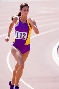 Female athlete running on race trackの写真素材 [FYI02115714]