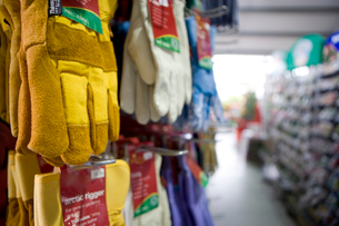 Protective gloves hanging in shopの写真素材 [FYI02116284]