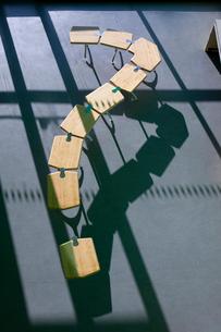 Row of school desks formed into a question mark symbolの写真素材 [FYI02116403]