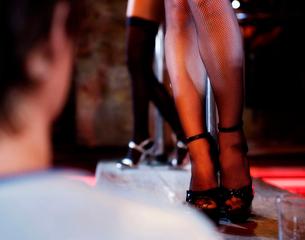 An erotic dancer teasing a clientの写真素材 [FYI02117549]