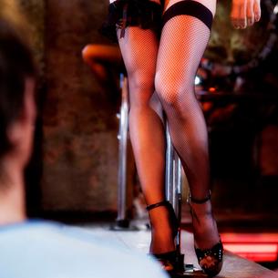 An erotic dancer teasing a clientの写真素材 [FYI02118245]
