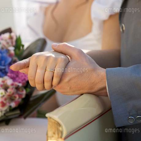 A bride and groom, close-upの写真素材 [FYI02118280]