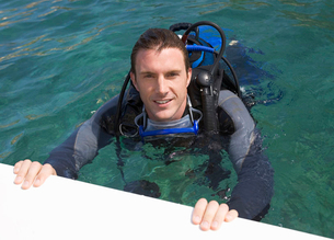 A man scuba divingの写真素材 [FYI02118640]
