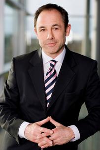 Portrait of a businessman in a smart suitの写真素材 [FYI02119002]
